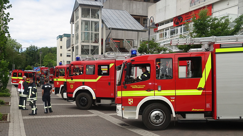 Großeinsatz der Bergkamener Feuerwehr am Dienstagmorgen an und in den Turmarkaden.