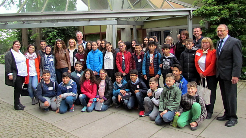Empfang beim Bürgermeister: Schüler und Lehrer der Atatürk Mittelschule in Silifke sowie ihr Gastgeber von der Willy-Brandt-Gesamtschule