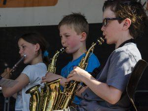 Die Jeki-KInder zeigten auf der Bühne, was sie an den Instrumenten gelernt haben.