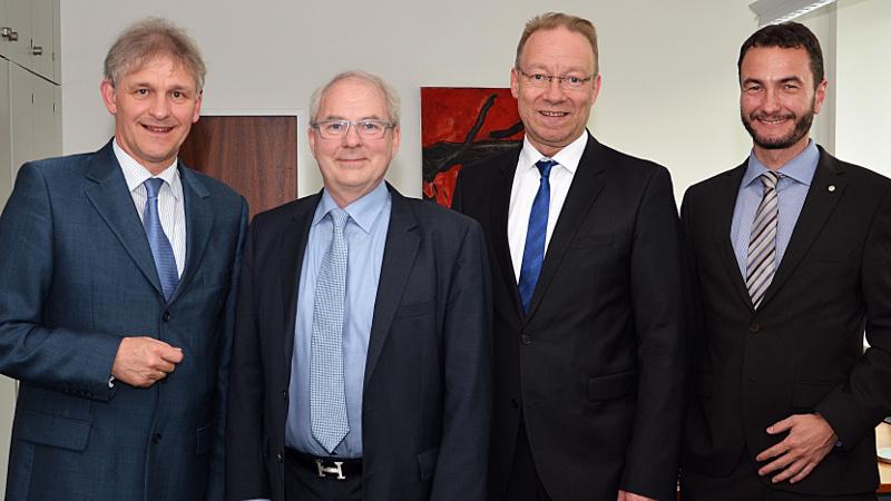 IHK-Präsident Dustmann (2.v.l.) und IHK-Hauptgeschäftsführer Schreiber (2.v.r.) beim Antrittsbesuch bei Landrat Makiolla und Kreisdirektor Dr. Wilk (r.). Foto: B. Kalle – Kreis Unna