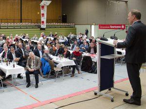 Gut besucht war die Maikundgebung in der Römerbergsporthalle.