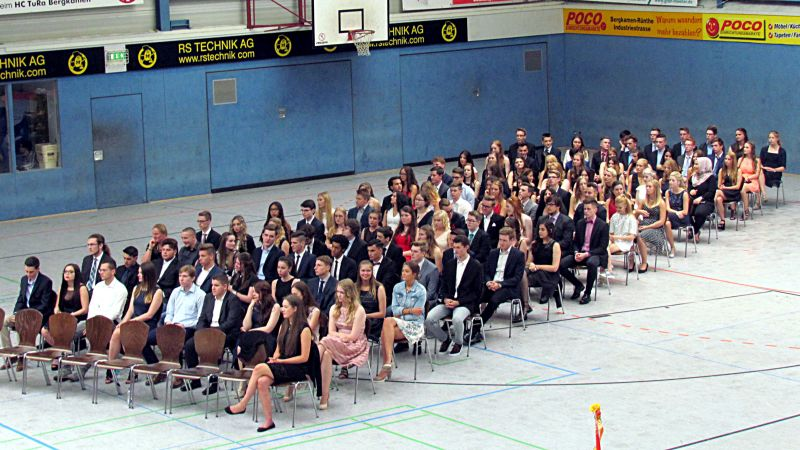 Die Abiturientia 2016 des Gymnasiums. Acht Abiturienten haben bereits ihren Platz im Bachkreis eingenommen.