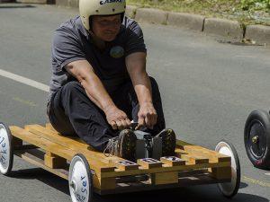Andreas Riker auf seiner sehr eigenwilligen Seifenkiste beim ersten Rennen.