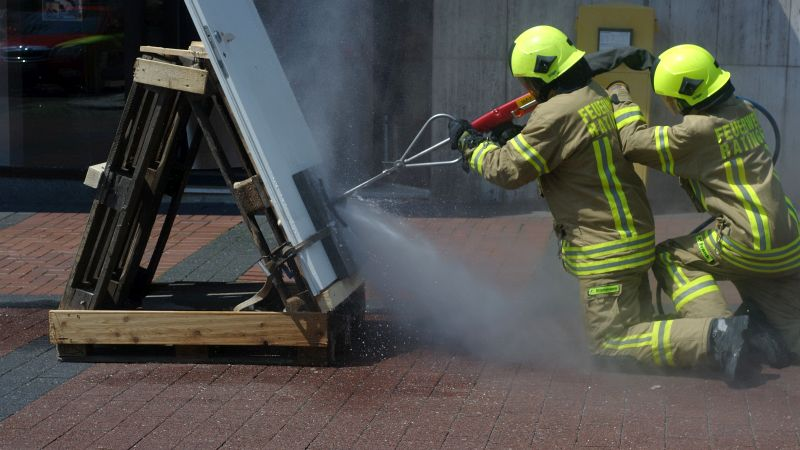 COBRA schneidet auch harten Beton oder Metall.