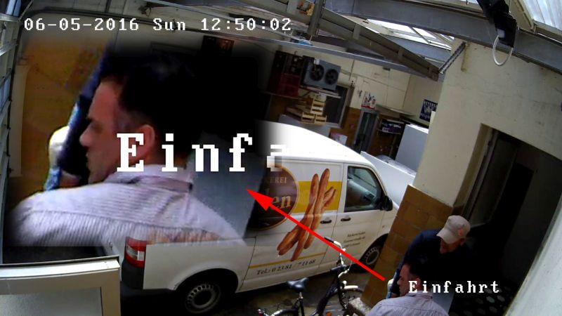 Bild 10: Täter III - gestreiftes Hemd