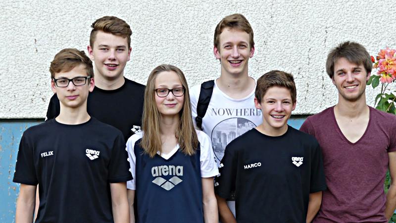 Die Teilnehmer an den NRW-Jahrgangsmeisterschaften:  Felix Wieczorek, Maximilian Weiß, Saskia Nicolei, Yannick Wallny, Marco Steube und ihr Trainer Tobias Jütte zu sehen.