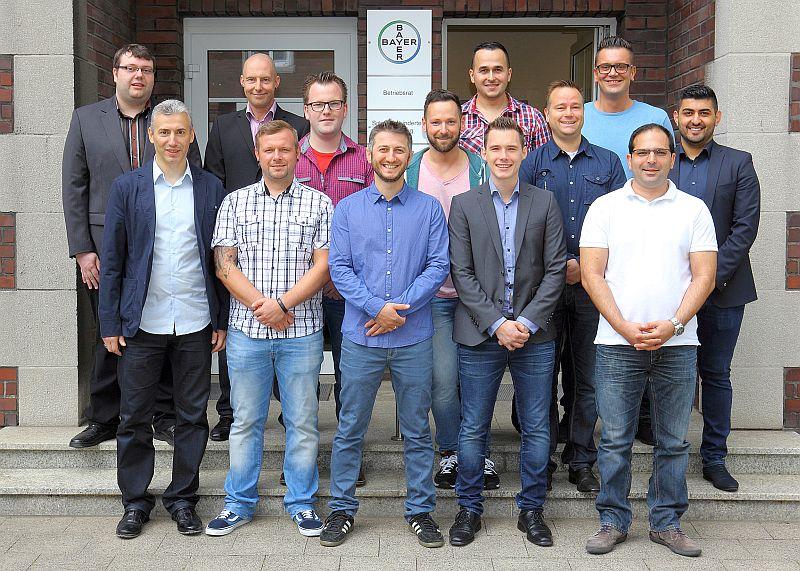 Von ursprünglich 36 gestarteten Teilnehmern haben 20 den Lehrgang zum Industriemeister bestanden – 13 von ihnen arbeiten bei Bayer in Bergkamen. Foto: Bayer