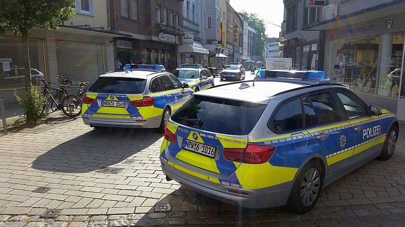 Vermutlich ein böswillig abgesetzter falscher Notruf sorgte am Mittwochmorgen in der Weststraße in Kamen für einen großen Polizeieinsatz. Foto: Ulrich Bonke