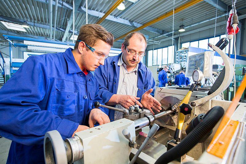 In Bergkamen bietet TÜV NORD Bildung Umschulungen in verschiedenen Metallberufen an. Foto: Udo Geisler