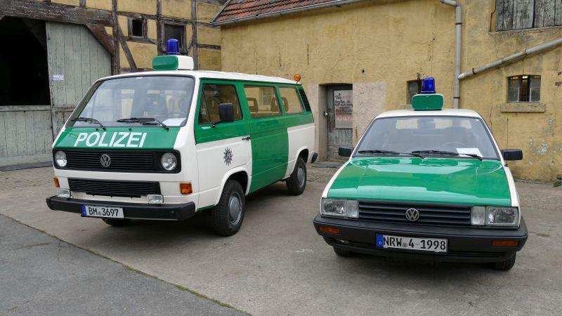 Zwei historische Streifenwagen aus NRW.
