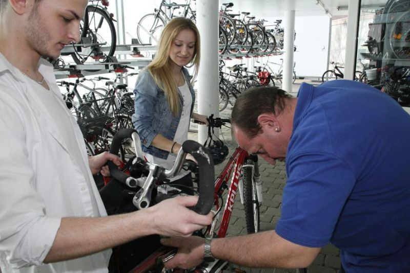 Die Radstationen im Kreis Unna überprüfen zum Start des neuen Schuljahrs Fahrräder auf ihre Verkehrssicherheit - nicht nur die Drahtesel von Schülern.