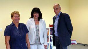 Vorstellung des neuen Standorts Rünthe der Regenbogenschule (v.l.) Schulleiterin Bettina Vorberg, Anja Seeber und Dr. Detlef Timpe.