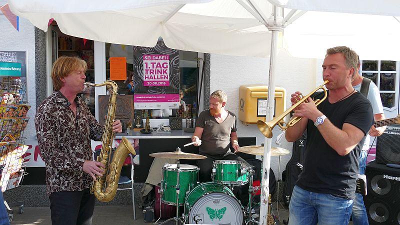"""Die Band """"Go"""" um den Saxophonisten Wilm Wollner und den Trompeter DmitryTelmanov boten flotten Jazz an der Klümpchenbude."""
