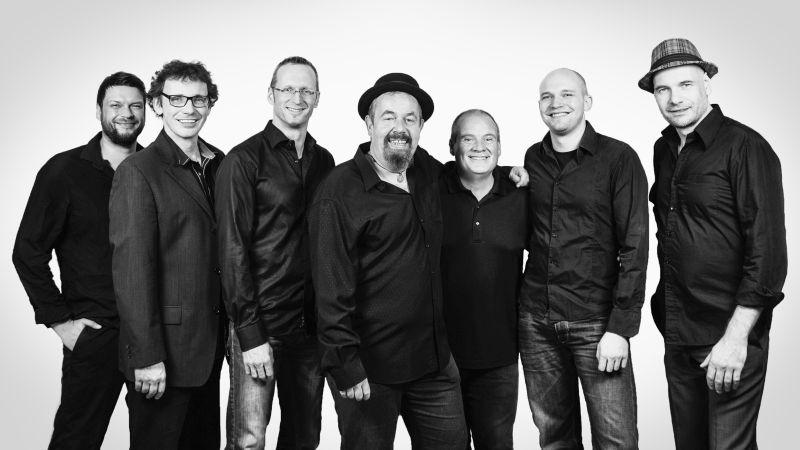 """Tommy Schneller mit seiner Band """"Backbeat"""". Foto: Maik Reishaus"""