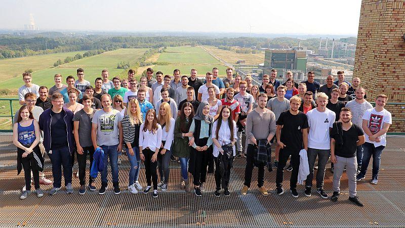 Viele neue Gesichter bei Bayer: 60 junge Menschen – unter ihnen 23 aus Bergkamen – sind dort am 1. September in das Berufsleben gestartet. Foto: Bayer