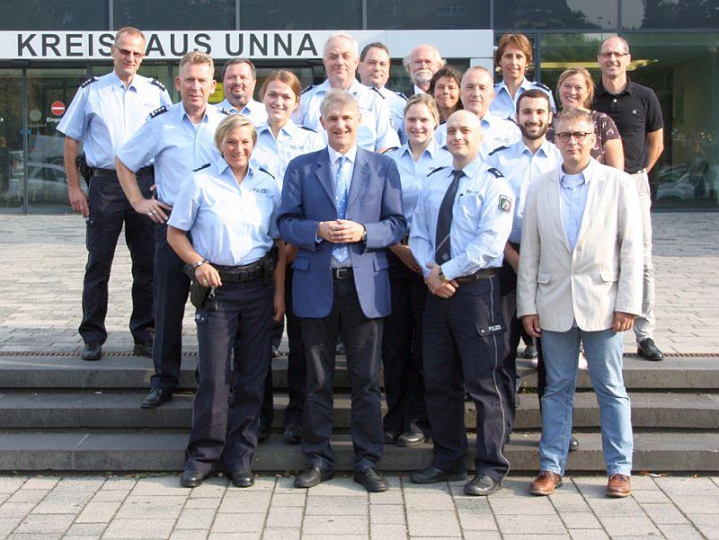 Behördenleiter Landrat Michael Makiolla begrüßte gemeinsam mit den Führungskräften der Kreispolizeibehörde Unna die Neuzugänge