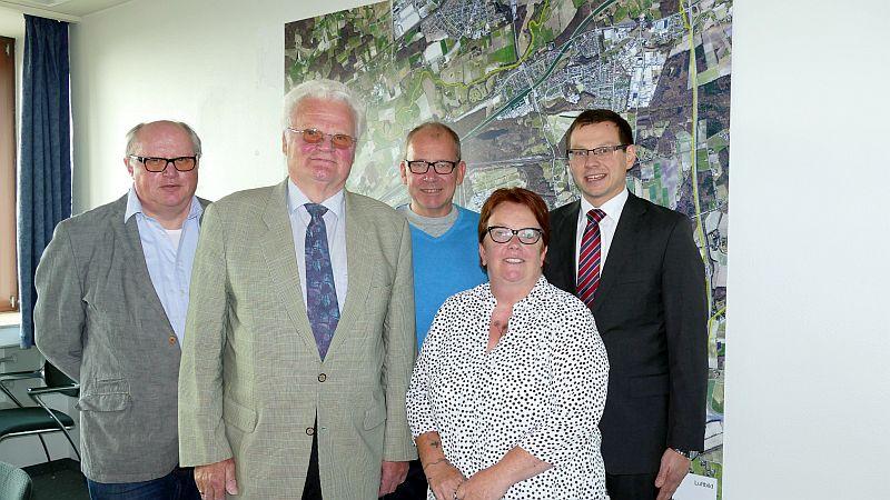 Weddinghofen hat eine neue Schiedsperson (v.l.): der Leiter des Rechtsamts Bernd Roregger, Klaus-Jürgen Bartsch, Ortsvorsteher Dirk Haverkamp, Beate Neumann und Beigeordneter Holger Lachmann.