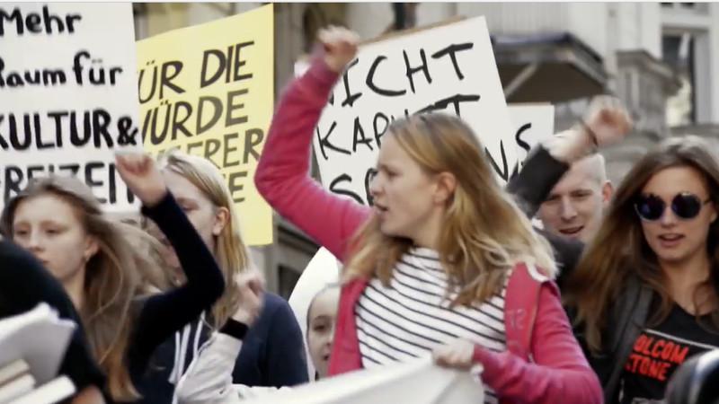 """Szene aus dem Video """"Auf nach Berlin!"""""""