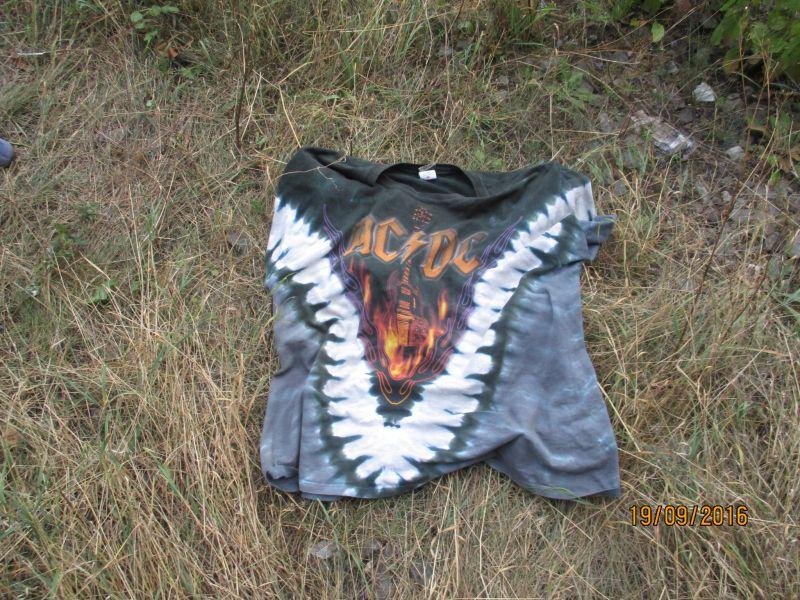 Wer kennt eine Person, der dieses Kleidungsstück gehört?