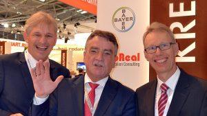 Besuchte den Stand des Kreises Unna: Michael Groschek (Mitte) mit Landrat Makiolla (l.) und WFG-Geschäftsführer Dr. Michael Dannebom. Foto: WFG (Ute Heinze)
