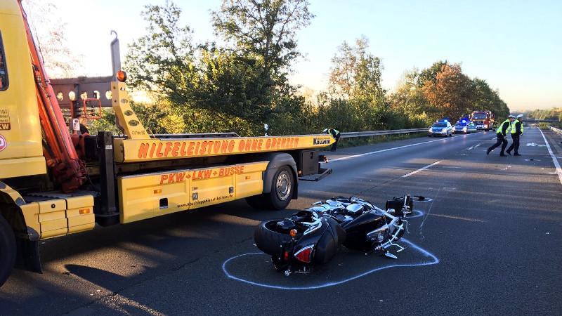 Für die Dauer der Bergungsarbeiten und der Unfallaufnahme war die A1 in Fahrtrichtung Köln gesperrt gewesen.