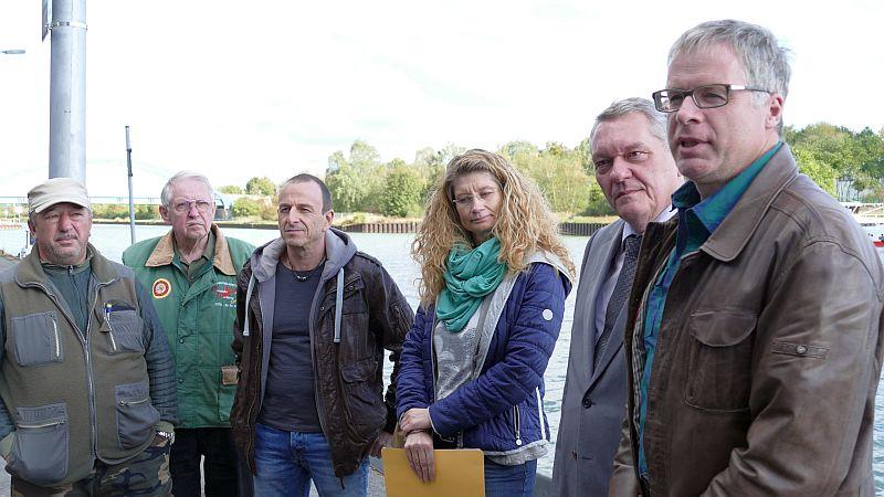 Ortstermin auf der Nordseite der Marina Rünthe (v.r.): Dr. Michael Möhlenkamp , Ferdinand Adam, Nicole Drawe und Michael Prill