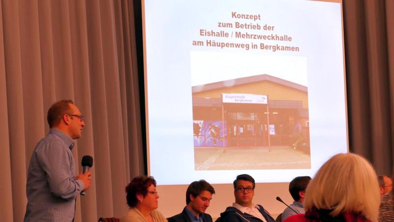 Martin Brodde erläuterte am Dienstag im Ratssaal sein Konzept für die Bergkamener Eissporthalle.