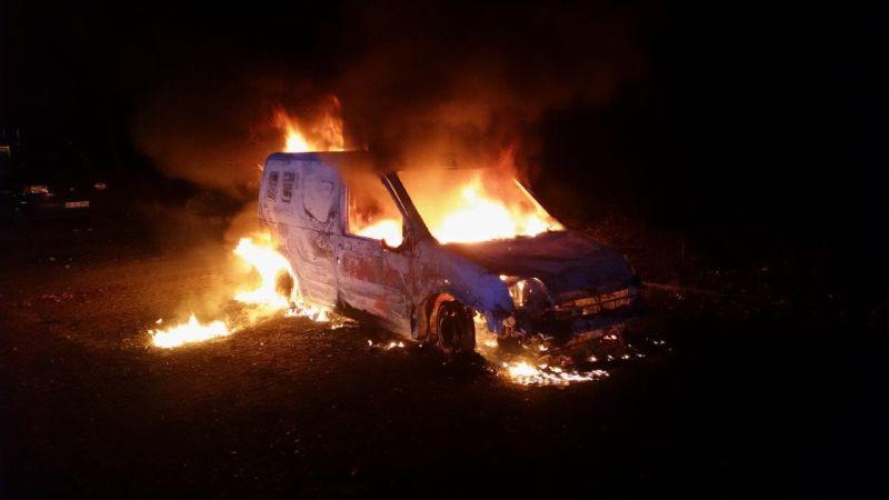 Pkw-Brand auf dem Parkplatz am Wertstoffhof-
