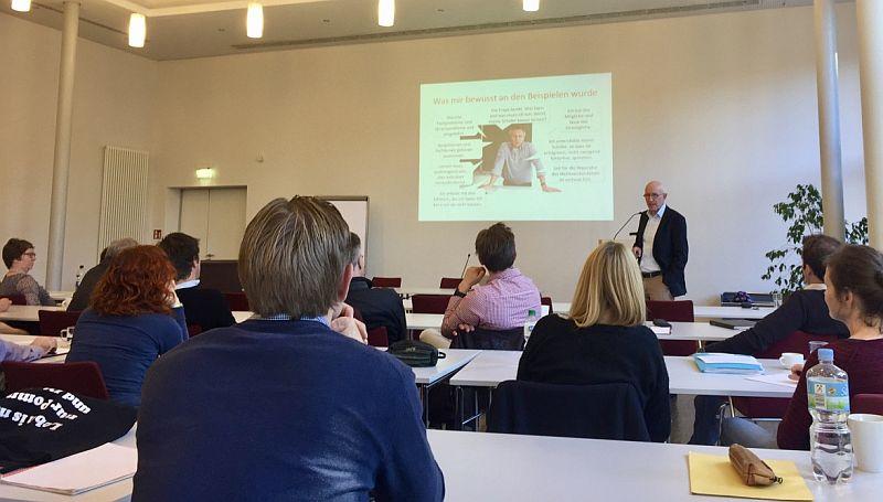 Lehrer des Bergkamener Gymnasiums bilden sich fort: Vortrag von  Professor Josef Leisen.