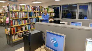 Jutta Koch in der neuen Jugendbibliothek im Obergeschoss.