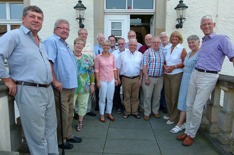 Zur 60. Sitzung traf sich die Kreisseniorenkonferenz mit Sozialdezernent Torsten Göpfert (rechts) auf Haus Opherdicke. Foto: Michael Kanand