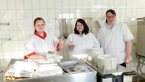 Das Küchenteam der Nicolai-Werkstatt ist auf die Mittagspause gut vorbereitet.
