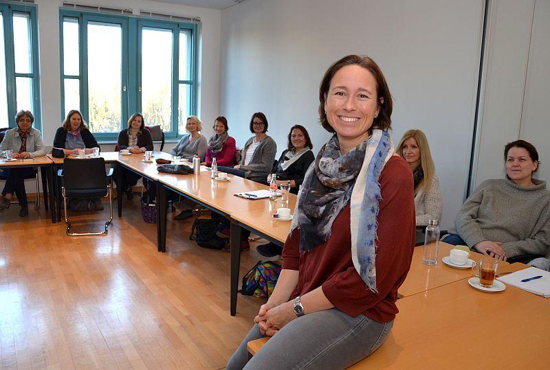 Referentin Simone Kriebs mit einigen Teilnehmern aus dem Kreis Unna. Foto: Birgit Kalle – Kreis Unna