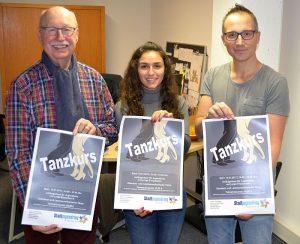 Laden zum Tanzkurs ein: Tanzlehrer Michael Krause (r.) mit den Vorstandsmitgliedern des Stadtjugendrings Isilay Isilar und Karl-Heinz Chuleck