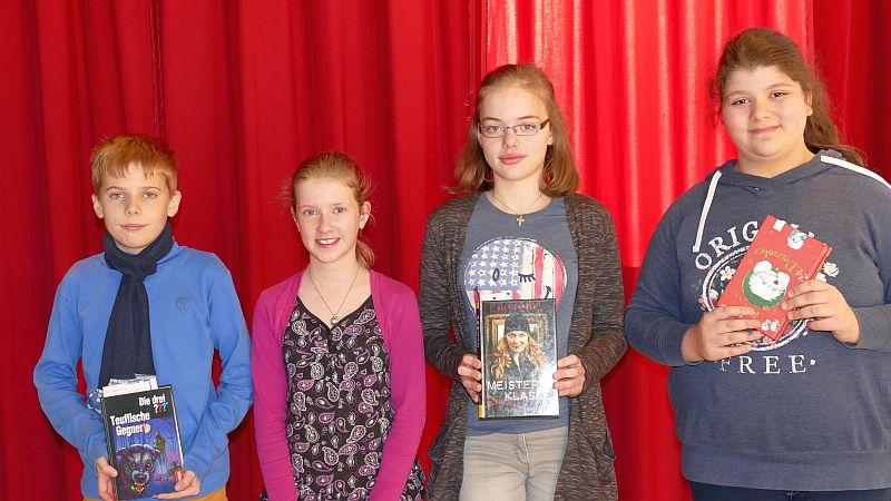 Die besten Vorleser aus den sechsten Klassen bestritten am Montagmorgen im PZ das Finale (v. l.): Simon Pietzko, Leonie Frank, Greta Burghardt und Tuana Yavuz.