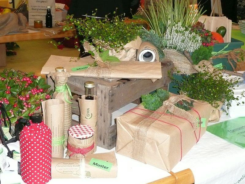 Die von der GWA angebotenen Serviceartikel zu Biotonne eignen sich auch hervorragend als dekorative und umweltfreundliche Geschenkverpackung, meint die GWA. Anschließend finden Sie Verwendung der Küche, z.B. als Einsatz für den Mülli (Vorsortiergefäß für Bioabfälle).