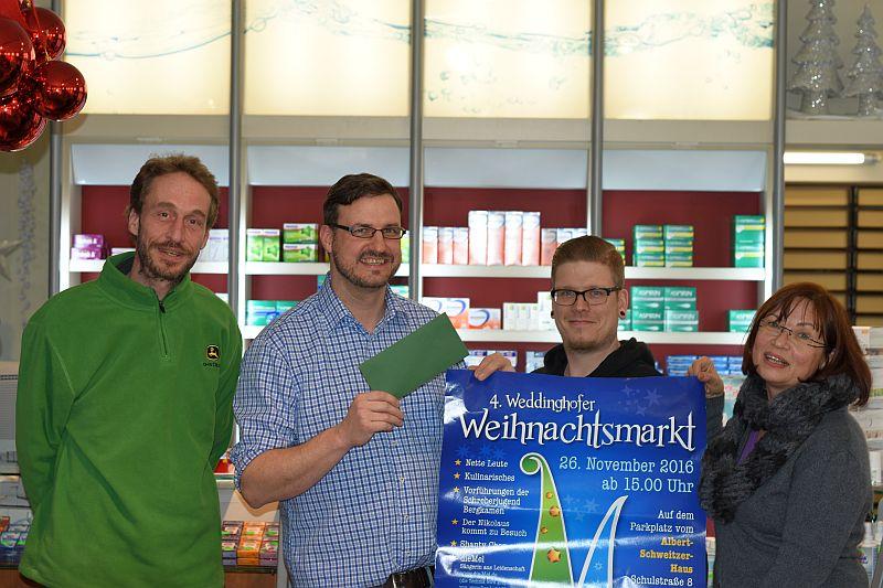 Spendenübergabe (v. l.): Rolf Humbach, Christian Weischede, Oliver Schröder und Irina Ehlermann.