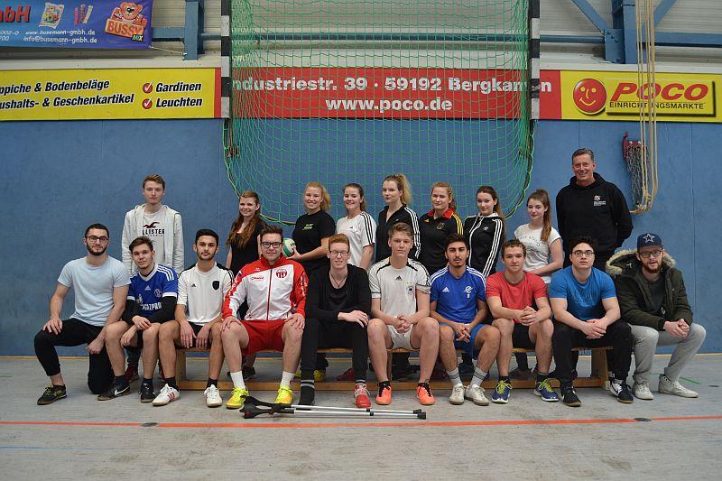 Die neuen Übungsleiter Breitensport der Willy-Brandt-Gesamtschule. Foto: J. Koerdt