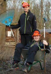 """Die aktuellen """"Öckis"""" beim Umweltzentrum Westfalen Alex und Felix. Foto: Ralf Sänger"""