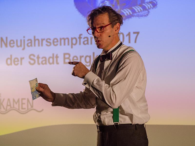 """""""Geld.Macht.Glücklich"""" lautete das Motto des Festvortrags von Dr. Harald von Schwarzschieber."""
