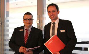 Thomas Helm (Vorsitzender der Geschäftsführung der Agentur für Arbeit Hamm) und Sebastian Unkhoff (Bereichsleiter der Agentur für Arbeit Hamm). Fotografin: Nathalie Neuhaus