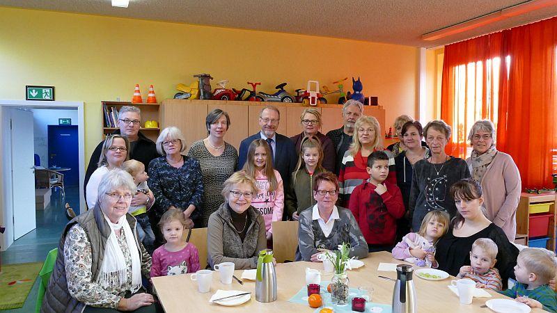 Bürgermeister Roland Schäfer besuchte die Familienpaten und deren Familien bei ihrem ersten gemeinsamen Frühstück.