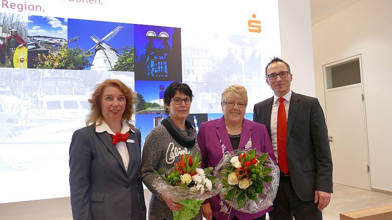 Hauptgewinne bei der Sparlotterie (v. l.): Anja Schürmann, Doris Urbanczyk, Annelie Springer und Michael Krause.