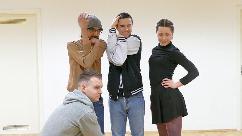 Vier neue Dozenten an der Jugendkunstschule (v. l.): Marlon Witke (in der Hocke), Dipstar, Christian Paul und Eva Kubitzek.