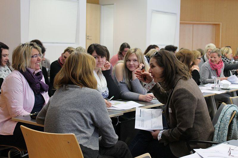 Fachkräfte von Schulen, Kitas und dem offenen Ganztag tauschten sich beim Fachtag aus. Foto: Anja Wagner – Kreis Unna