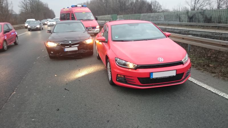 Auffahrunfall auf der A1 zwischen Werne und Bergkamen. Ein Frau wurde dabei verletzt.