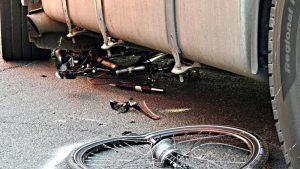Vom Lkw angefahren: Radfahrer hatte offensichtlich viele Schutzengel