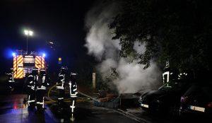 Brennender Sperrmüllhaufen drohte auf Pkw überzugreifen
