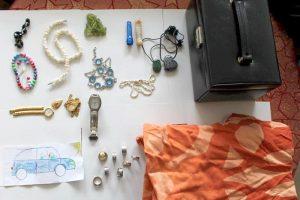 Schmuckkoffer im Straßengraben gefunden – Polizei sucht Eigentümer